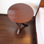 アマゾンでオシャレで安いサイドテーブルを買った。