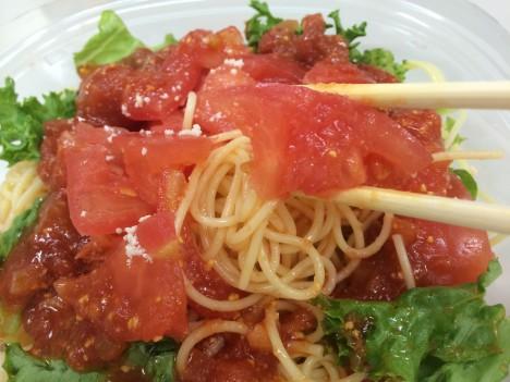 セブンイレブン-トマト1個分を使った冷製パスタ-近接