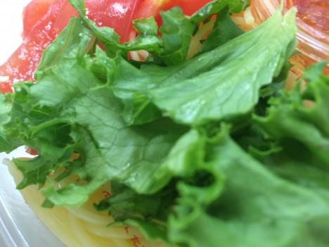 セブンイレブン-トマト1個分を使った冷製パスタ-緑
